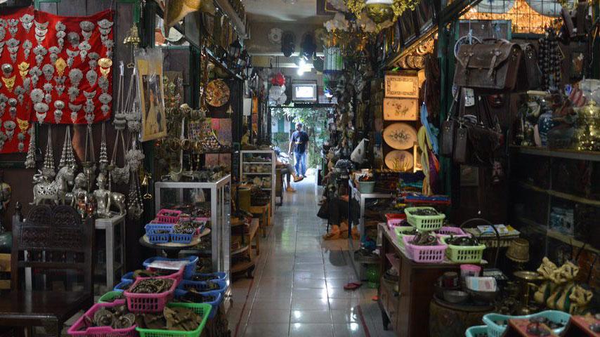 Pasar Triwindu : Surga Barang Antik dan Klasik Kota Solo